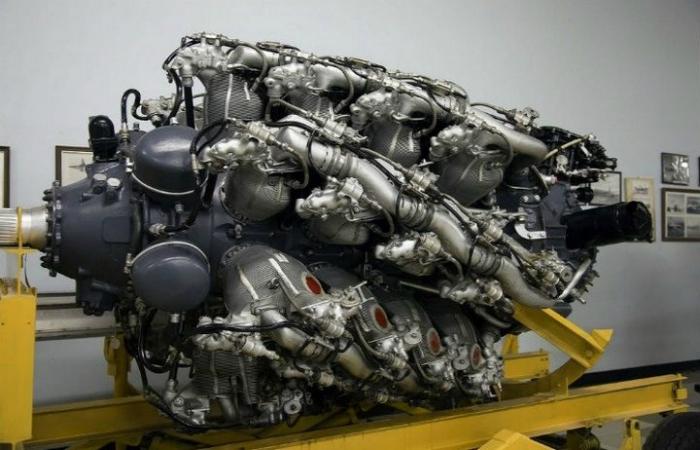 Двадцативосьмицилиндровый двигатель под названием - Pratt & Whitney Aircraft Engine.