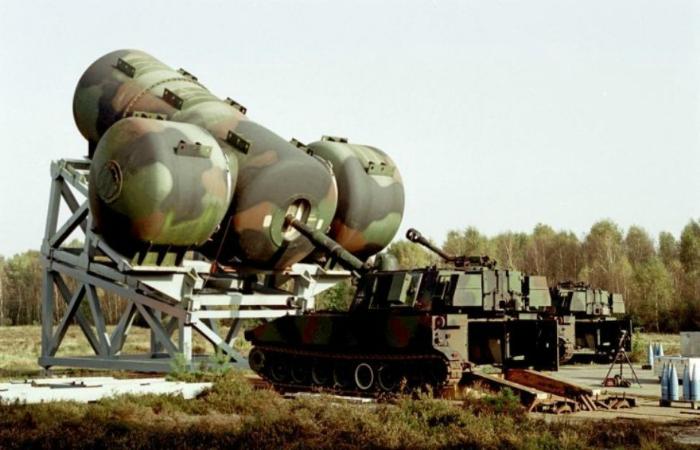 Гаубица под названием - М-109 с глушителем калибром 155 миллиметров.