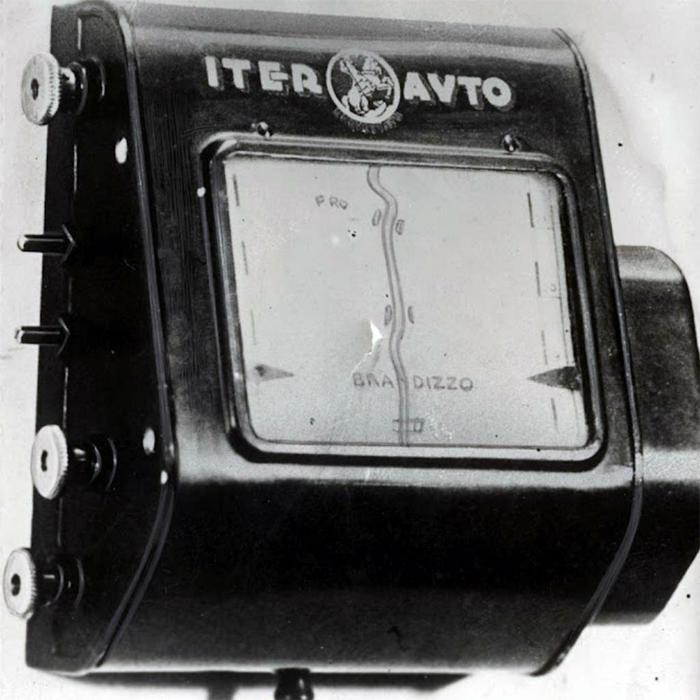 Удобный механический автомобильный навигатор.