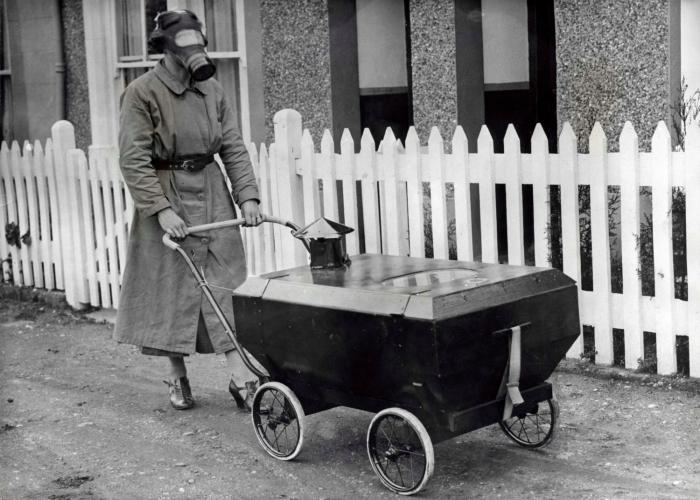 Герметическая детская коляска, защищающая от воздействия химического оружия.