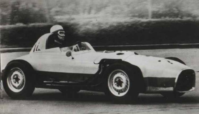 НАМИ-074 – это необычная модель советского автомобиля, созданная в  1960 году с применением запчастей от ЗАЗ-965 «Запорожец».