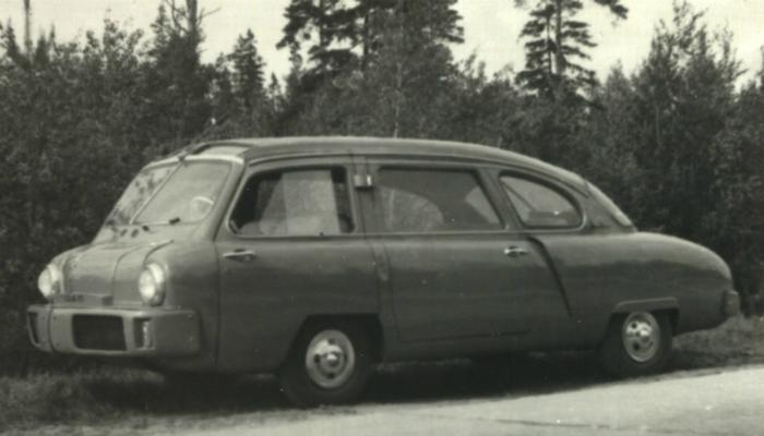 НАМИ-013 – это первый удивительный послевоенный автомобиль, сконструированный в 1950 году талантливыми инженерами дизайнерами В. И. Арямовым, Ю. А. Долматовским, К. В. Зейвангом.