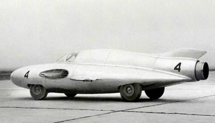 ГАЗ-ТР «Стрела» - это одна из самых необычных машин, созданных в советском союзе в 1954 году, с реактивным самолетным двигателем, который мог развивать скорость до 300 километров в час.
