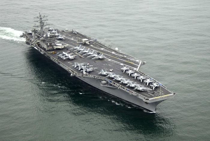 Американский военно-морской авианосец под названием - Нимиц.