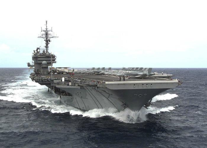 Американский военно-морской авианосец под названием - Китти Хоук.