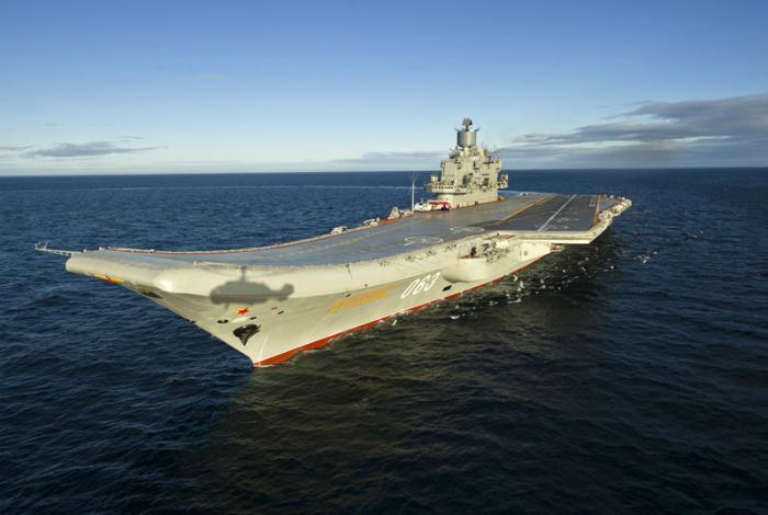 Российский военно-морской авианосец под названием - Адмирал Флота Советского Союза Кузнецов.