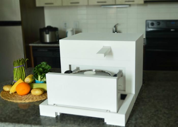 Удобный компактный холодильник-плита под названием - Beko MBK 55.