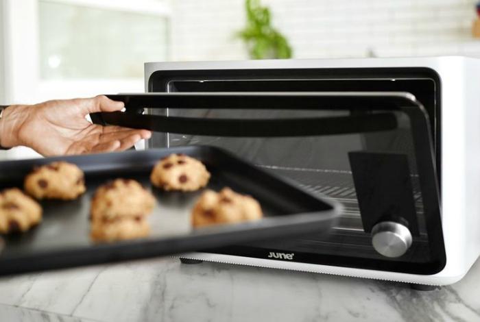 Умная электронная печка способная приготавливать даже самые сложные блюда под названием - June Intelligent Oven.