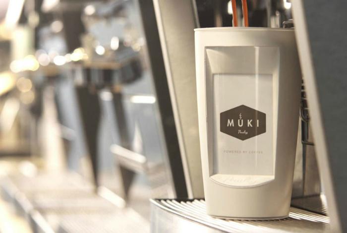 Кофейная чашка на которую можно отправлять сообщения под названием - Muki.