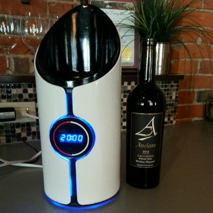Оригинальный девайс, который способен улучшить вкус вина под названием - Sonic Decanter.