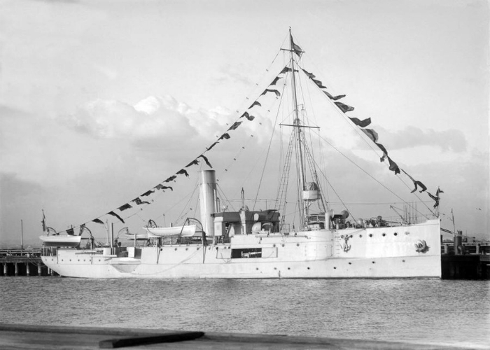 Канонерская лодка под названием - HMAS Защитник.