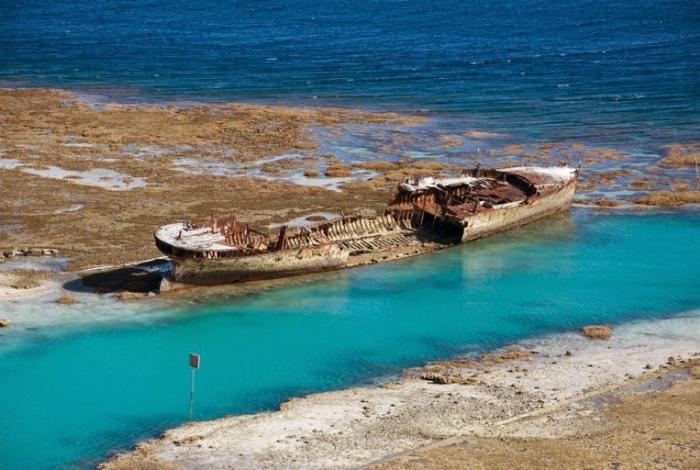 Остатки заброшенной канонерской лодки под названием - HMAS Защитник.