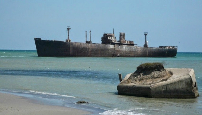 Заброшенное торговое судно под названием - Эвангелия.