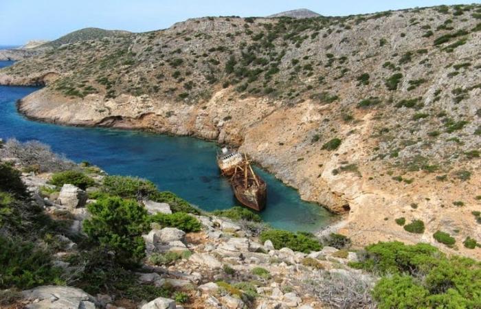 Заброшенный торговый корабль под названием - Олимпия.