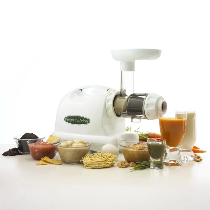 Надежная соковыжималка под названием - Omega J8004 Nutrition Center.