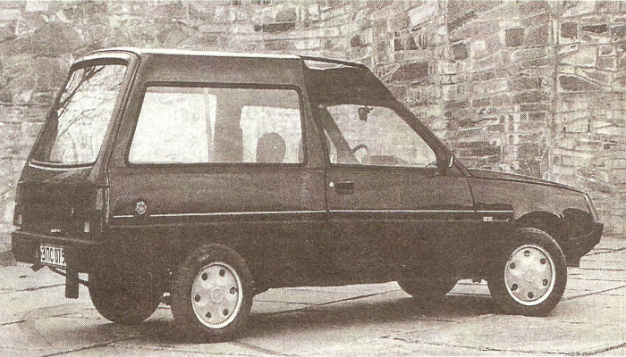 Советский семейный универсал под названием - ЗАЗ 1701, изготовленный на запорожском автомобильном заводе в 1990 году.