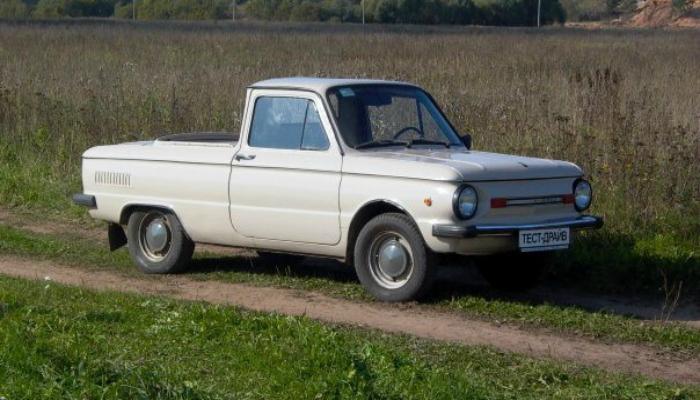 Советский легковой автомобиль пикап под названием - ЗАЗ 968МП, выпущенный в 1990 году запорожским заводом на базе «горбатого».