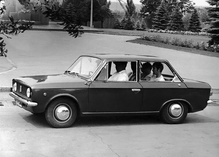 Советский легковой седан второго поколения под названием - ЗАЗ 1102, изготовленный запорожским автомобильным заводом в 1973 году.
