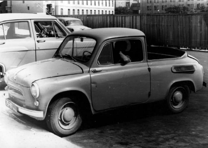 Маленький грузовой пикап под названием - ЗАЗ 965П, изготовленный запорожским автомобильным заводом в 1963 году.