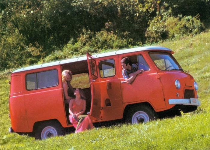Цельнометаллический фургон под названием УАЗ-450 «Буханка», изготавливаемый на Ульяновском автомобильном заводе в период с 1958-го по 1965 год.