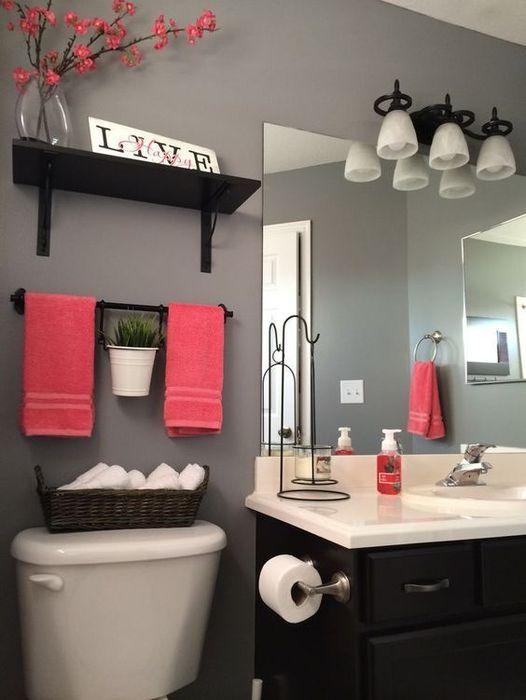 При помощи полотенец можно менять интерьер любой ванной