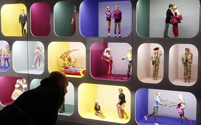 Экспонаты выставки Барби