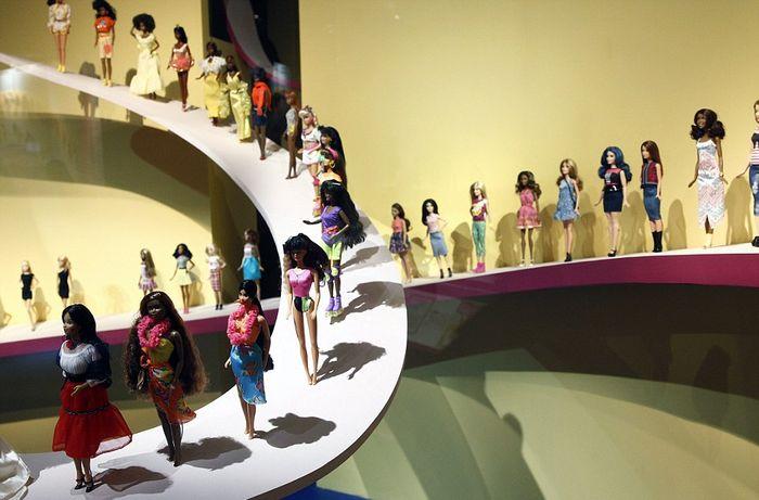 На выставке представлено 700 культовых кукол