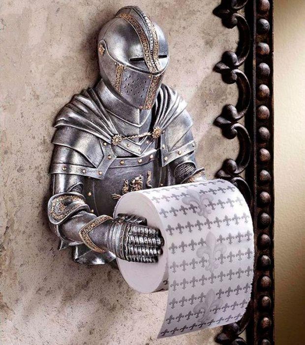 Необычный держатель для туалетной бумаги