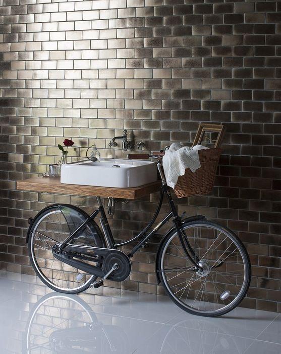 Раковина на ретро-велосипеде