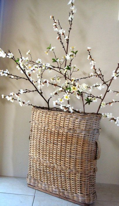 Стильная плетёная ваза