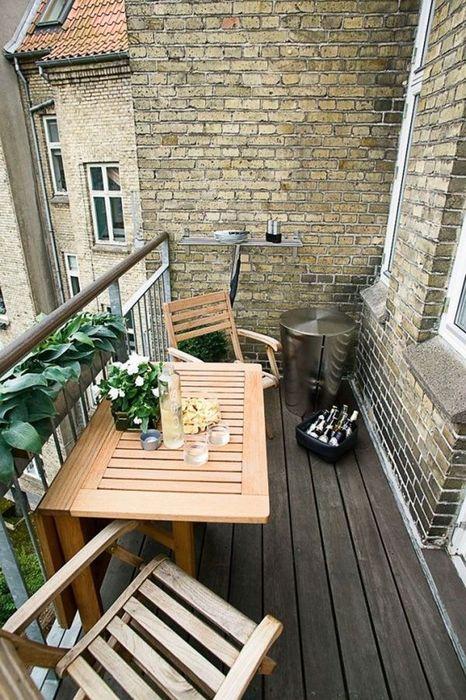 Практичное решение для маленького балкона