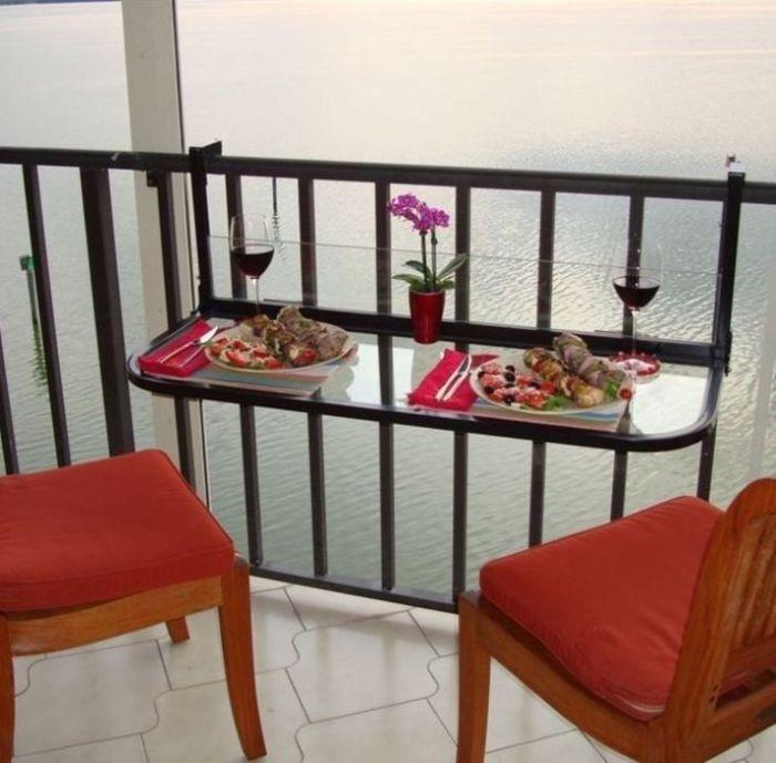 Удобный навесной столик