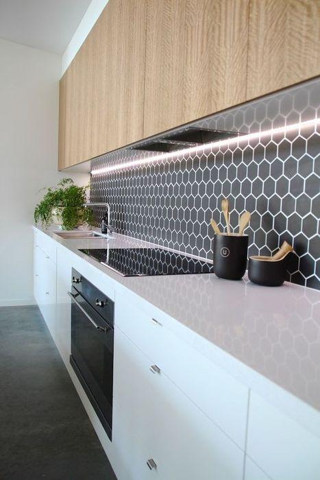 В кухне скрытую подсветку используют чаще, чем в других комнатах