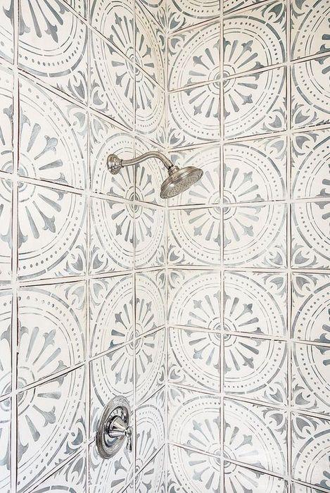 Белая плитка с рисунком