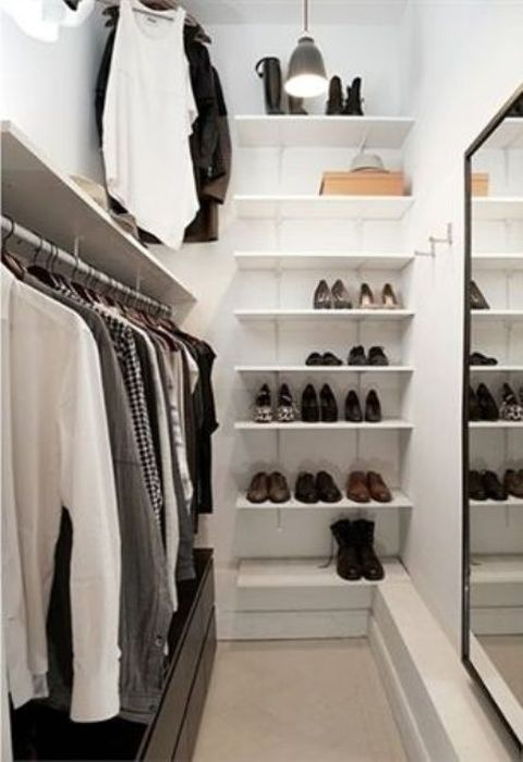 Интерьер небольшой гардеробной