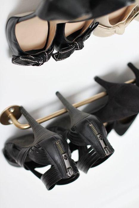 Обувь на рейлинге