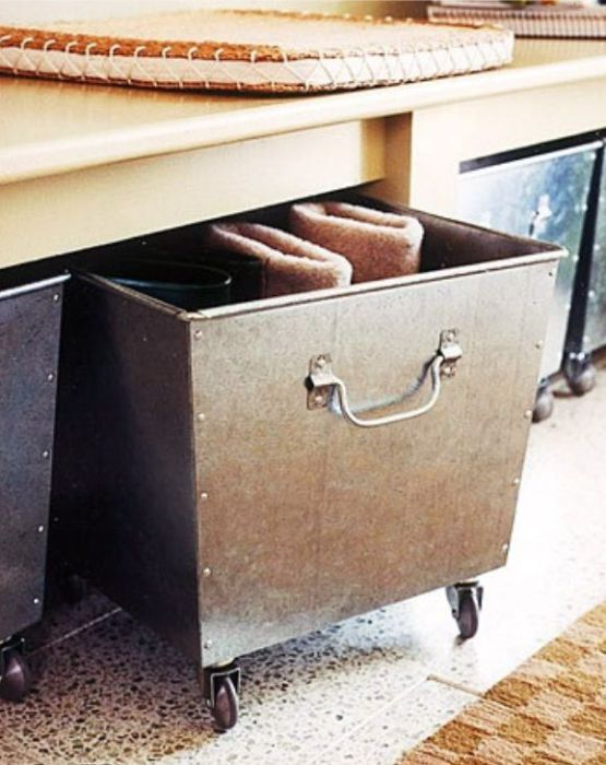 В выкатных ящиках и корзинах