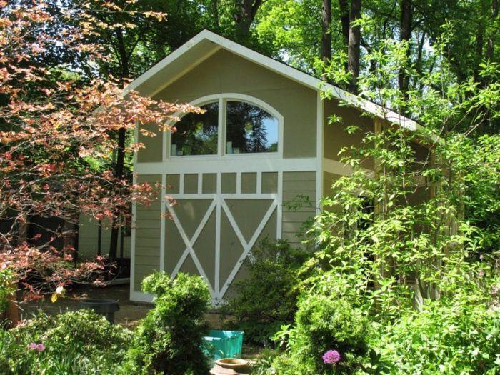 Маленький домик из старого гаража