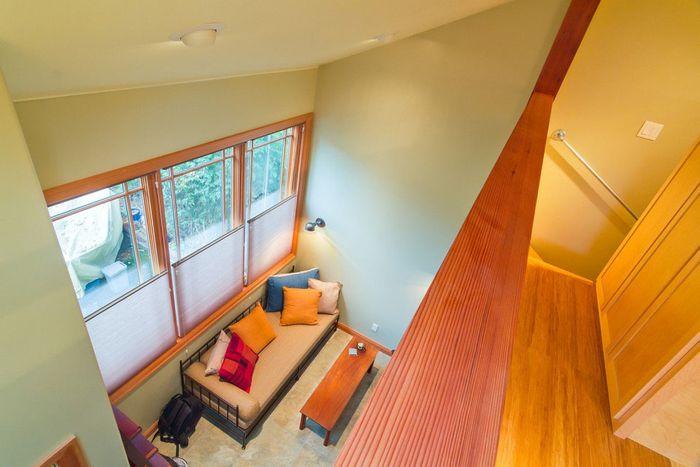 В домике два уровня