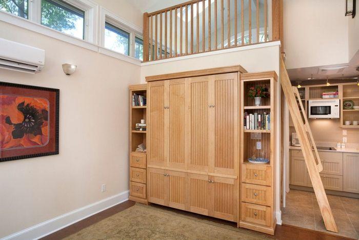 Кровать в сложенном виде превращается в удобную систему хранения