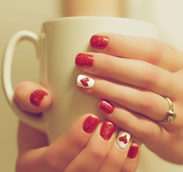Красный - наиболее популярный цвет на День влюблённых