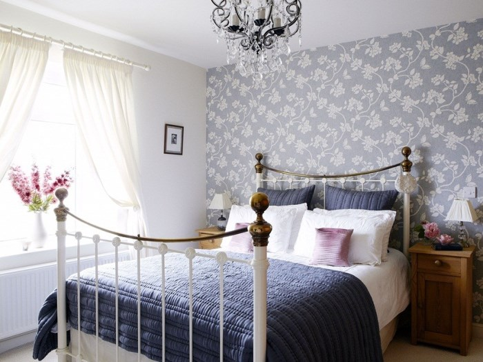 Монохромный интерьер спальни