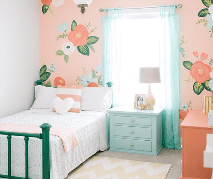 Яркий и свежий интерьер спальни