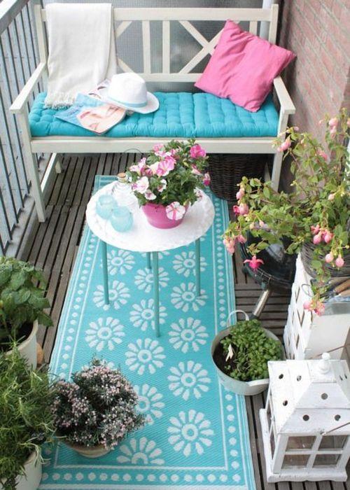 Освежающий интерьер балкона