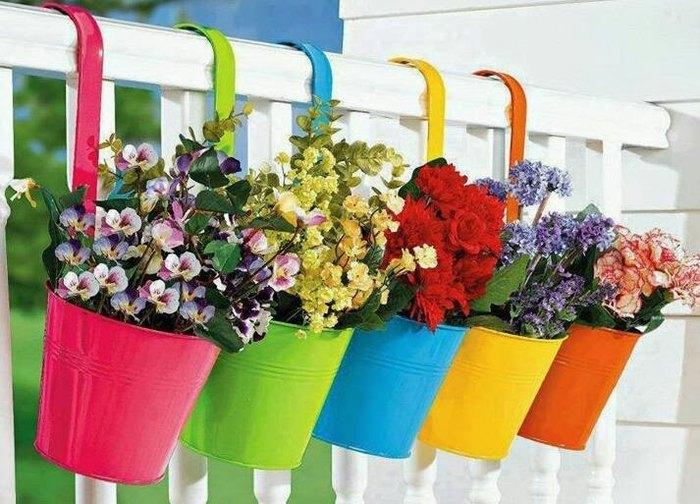 Красивые цветочные горшки для балкона