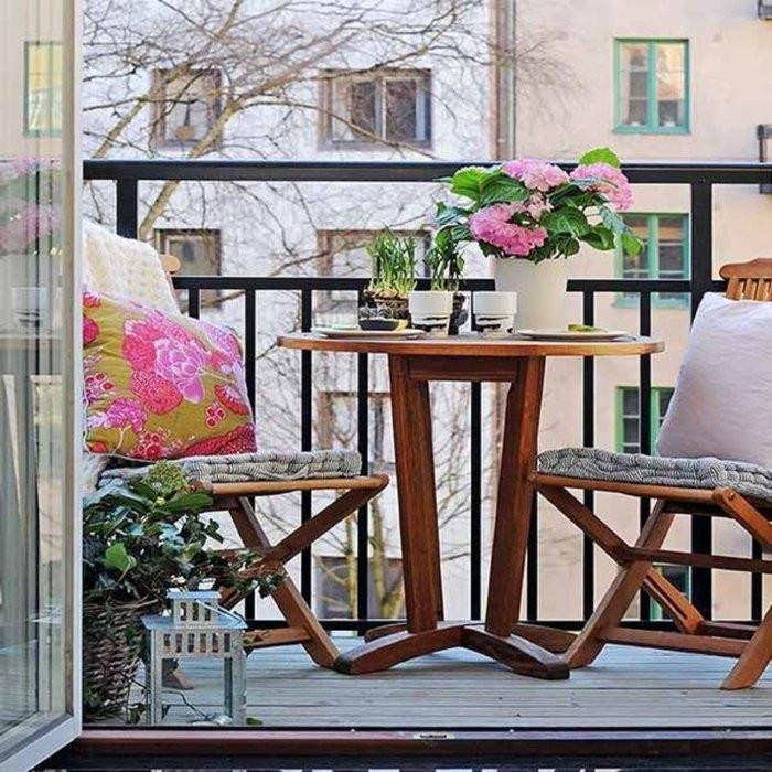 Лаконичное оформление маленького балкона
