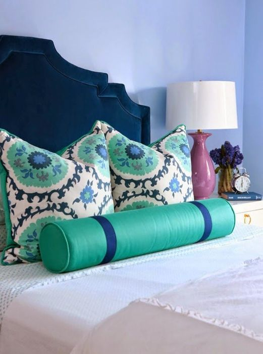 Бархатное изголовье кровати