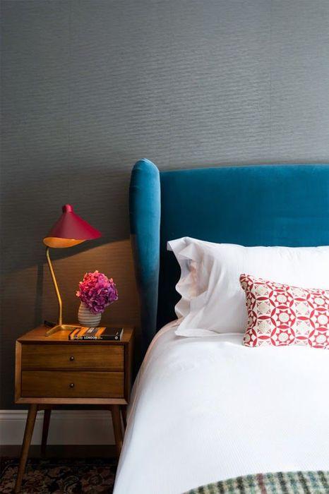 Использование бархата в интерьере спальни