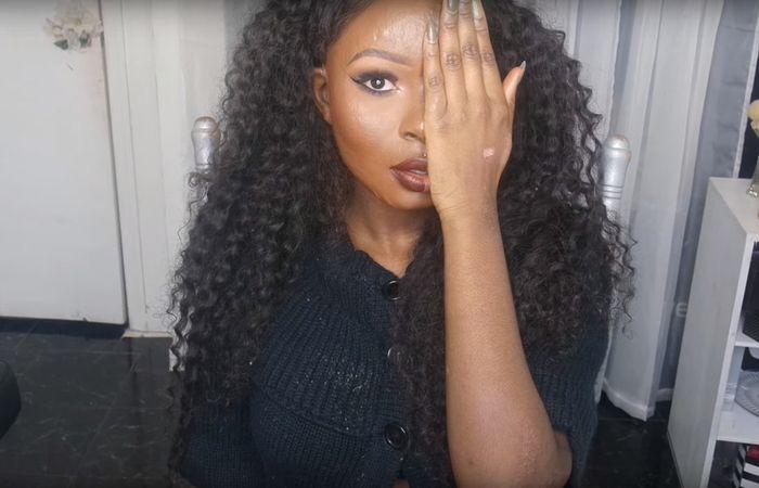 С 13-ти лет девушка увлеклась искусством макияжа