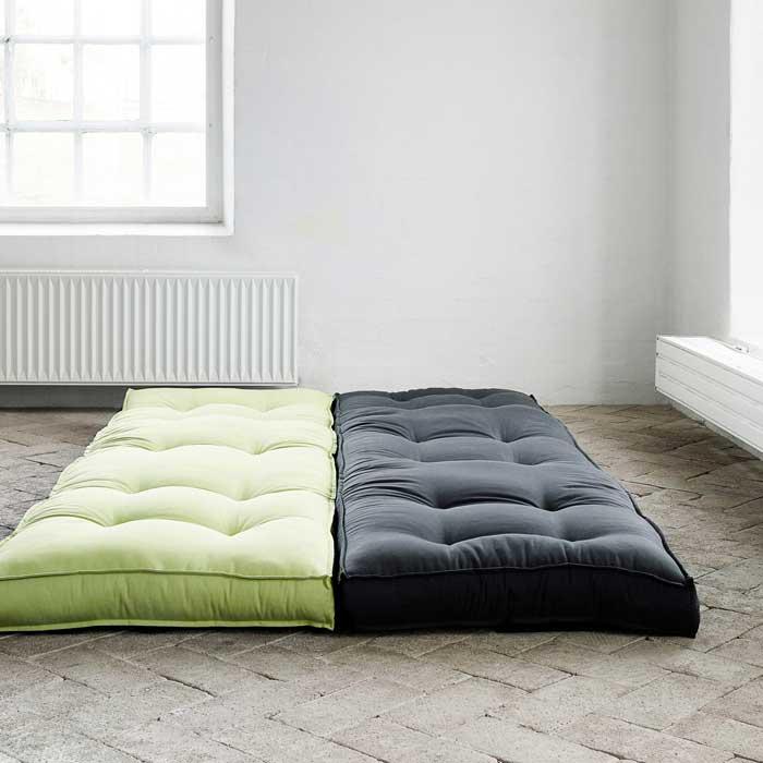 Кресло превращается в удобное спальное место